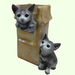 Цветочник Коробка с котятами