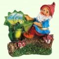 Садовая скульптура Гном на пеньке (М)