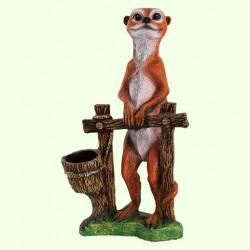 Садовая скульптура Суслик у забора