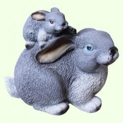 Садовая скульптура Зайчиха с зайчонком